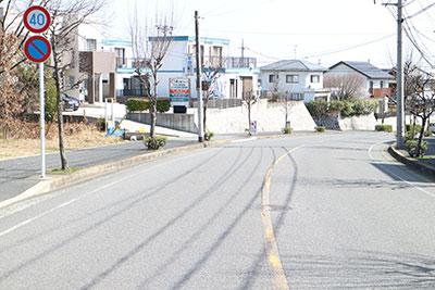 3、バス停から徒歩2分、駐車場も6台完備